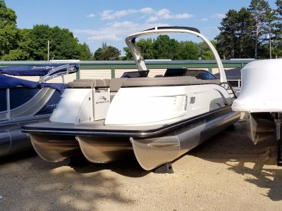 2017 Bennington 25 QX Swingback Windscreen Sport Arch for sale in Red Wing, Minnesota at $94,999