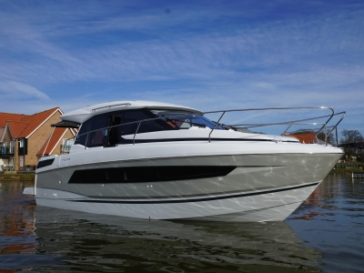 Power Boats - 2022 Jeanneau NC33 for sale in Ipswich, Suffolk at $367,677