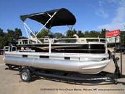 2021 Sun Tracker BASS BUGGY 18 DLX with Fish Package for sale in Warsaw, Missouri at $24,875
